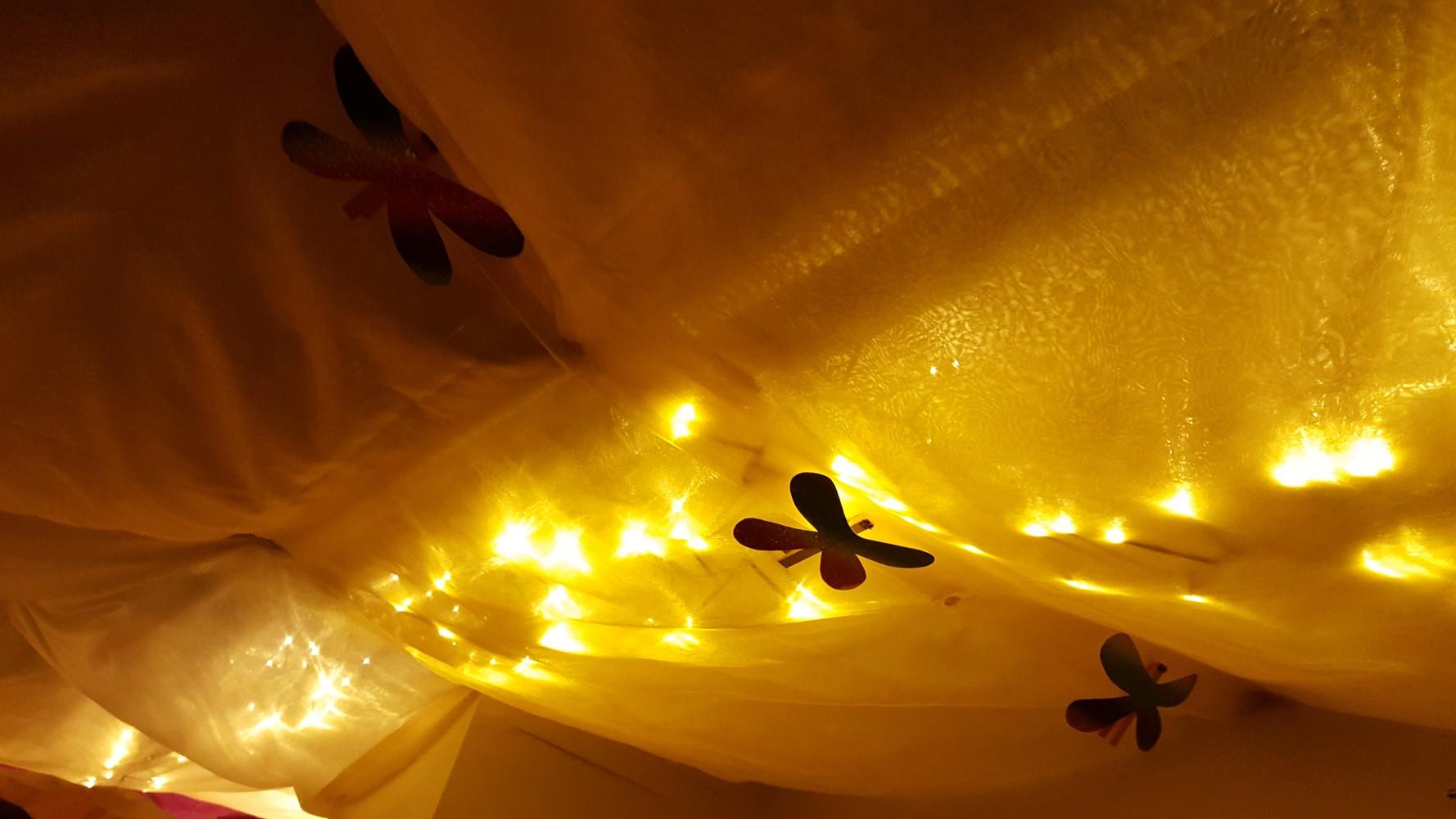 Gemütlich im Winter: Wandspiele und Sternenhimmel