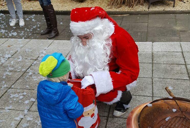 Schnee und Weihnachtsmann bei unserer Weihnachtsfeier